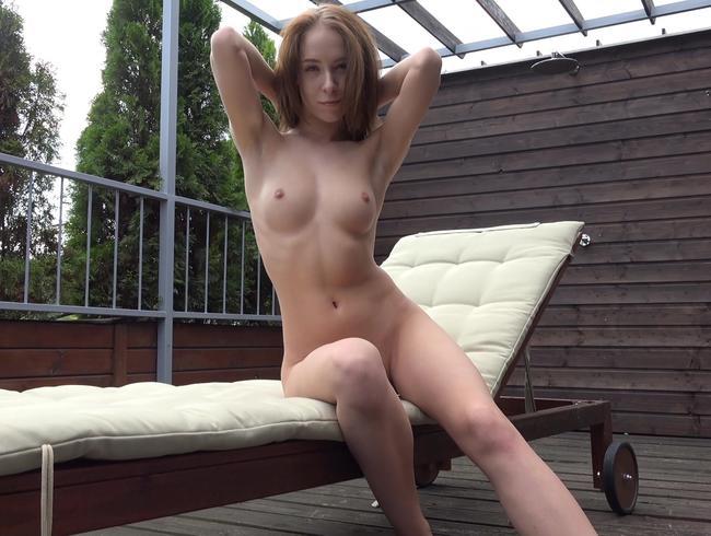 Video Thumbnail Nackt auf der Dachterrasse - Was denken wohl die Nachbarn, wenn sie mich so sehen?