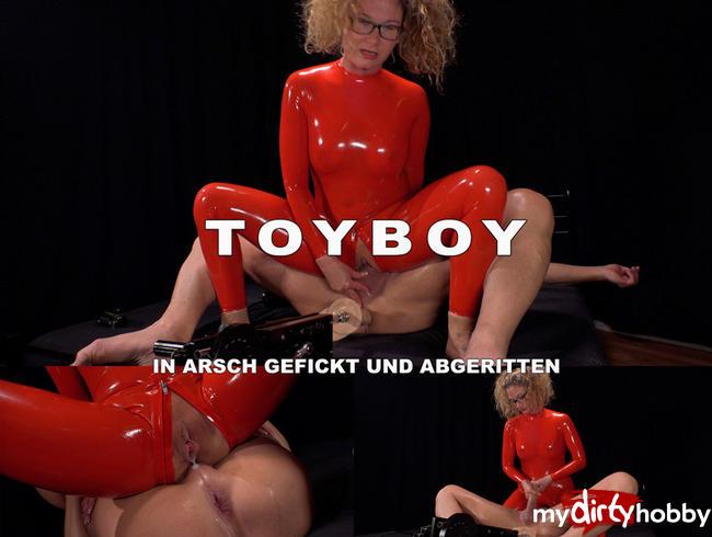 Video Thumbnail Toyboy in Arsch gefickt und abgeritten