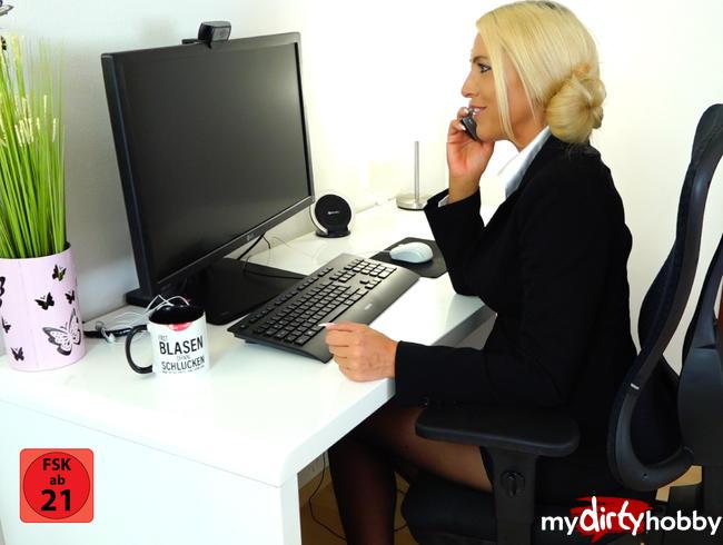 Daynia - Perverse 3-Loch-Fick-Piss-Spielchen am Arbeitsplatz | Mega NS-FINALE!