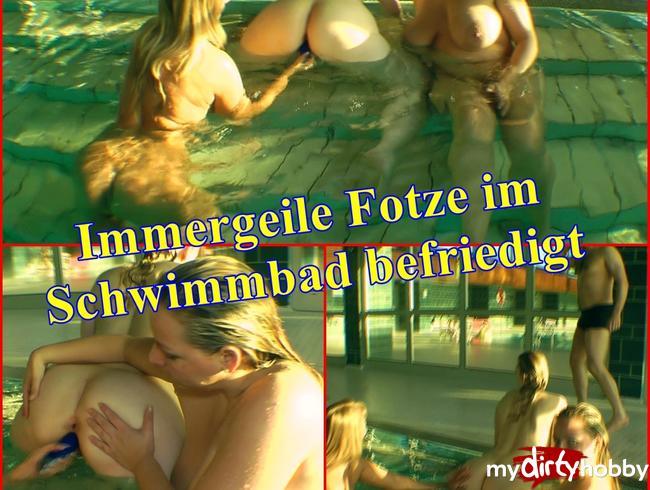 SweetSusiNRW - Immergeile Fotze im Schwimmbad befriedigt