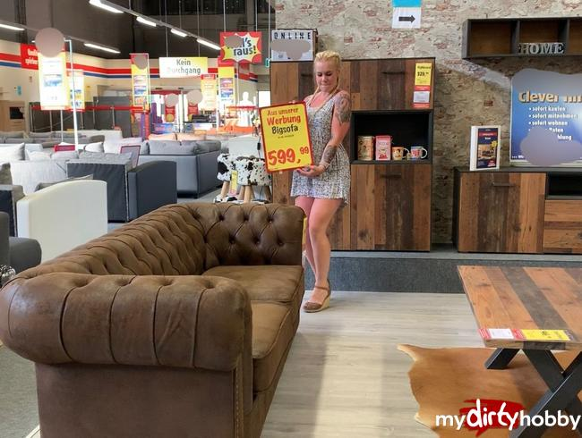 devil-sophie - Public Sofa kauf mit Sophie ;P Ob es den harten Pissstrahl von mir aushält?