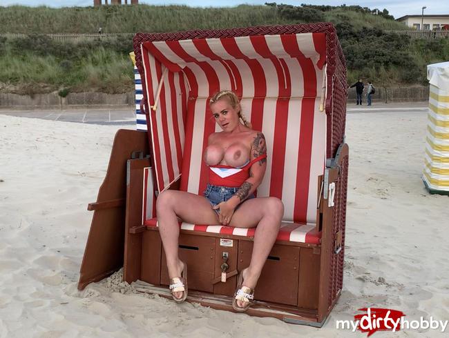 devil-sophie - Baywatch Sophie rettet den Standkorb - abgepisst an der Strandpromenade