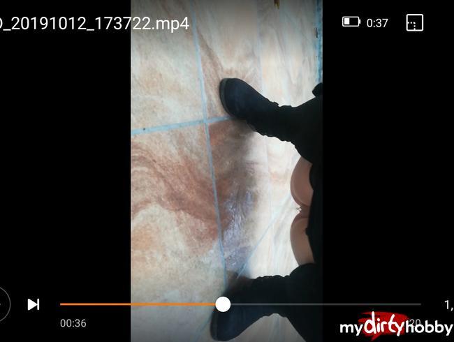 Video Thumbnail Auf Nachbars-Terrasse gepisst