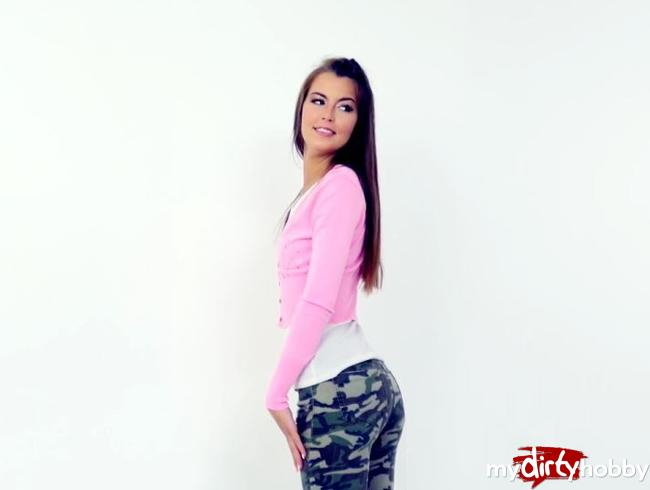 Video Thumbnail Schüchternes Foto Model zum Sex überredet…