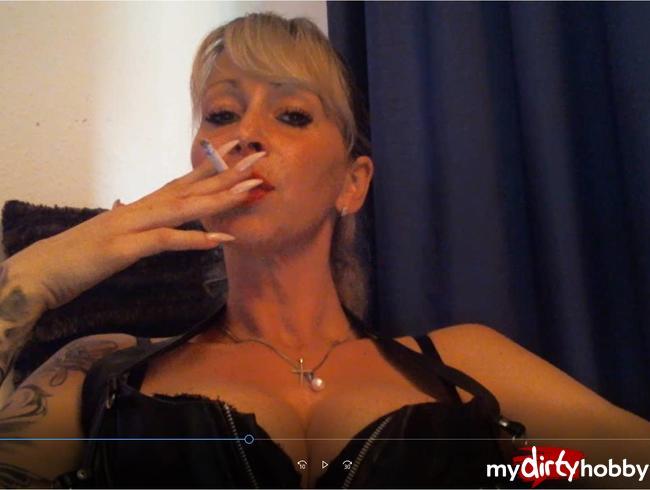 Video Thumbnail W*chsanleitung von Dominatrix Dajana mit PP und Smoking
