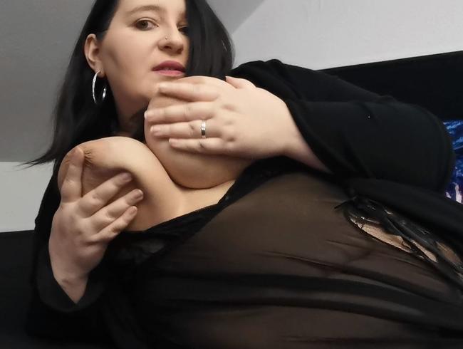Video Thumbnail Sinnliche Spiele mit meiner Muschi und meinen großen Brüsten