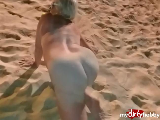 Video Thumbnail komplett nackt im sand