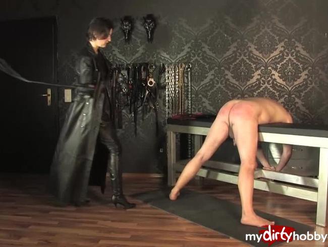 Video Thumbnail Peitschenbehandlung im langen Ledermantel