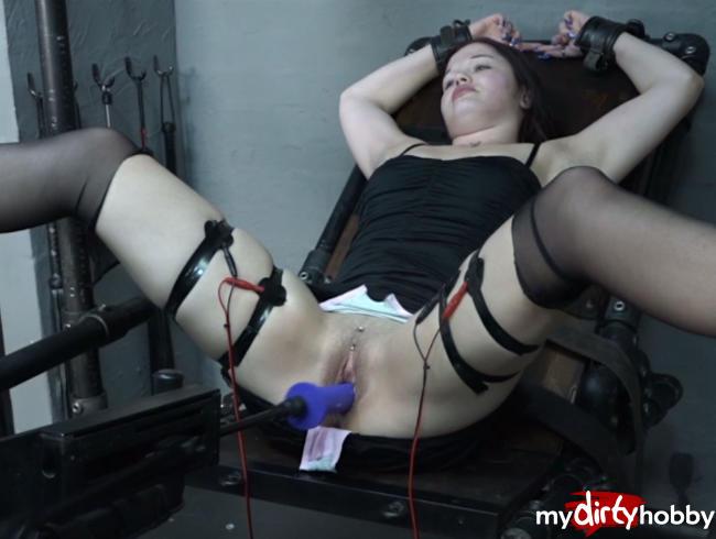 AmateureXtreme - Doreen und die Fickmaschine