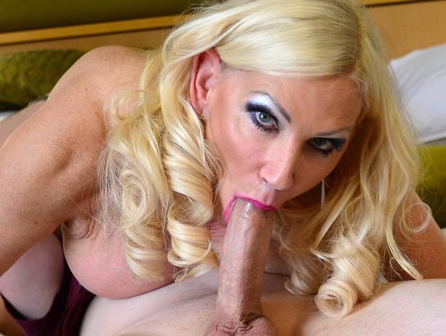 Video Thumbnail Glamouröse Busty Blonde Milf Annabelle Gefickt von Toyboy Lover Big Johnny! Hot Anal Action & Gesich