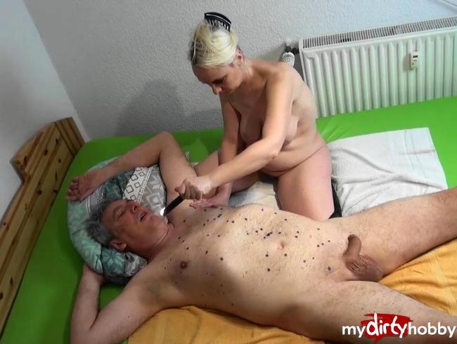 Alexas18 - Mein Sklave bekommt die Strafe die er vernient