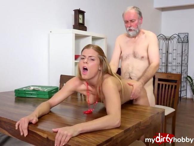 Video Thumbnail Sex ohne Gummi mit mein Stief-Opa Teil 2…