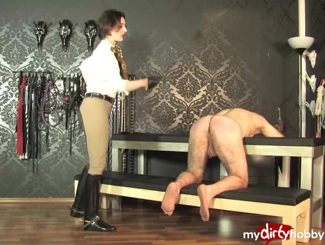 Video Thumbnail Spanking des nackten Sklaven  Teil 2