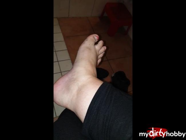 Video Thumbnail Verschwitzte Füße und nasse Söckchen!!!