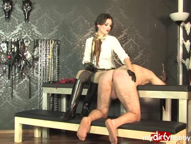 Video Thumbnail Peitsche für den nackten Sklaven  Teil 3