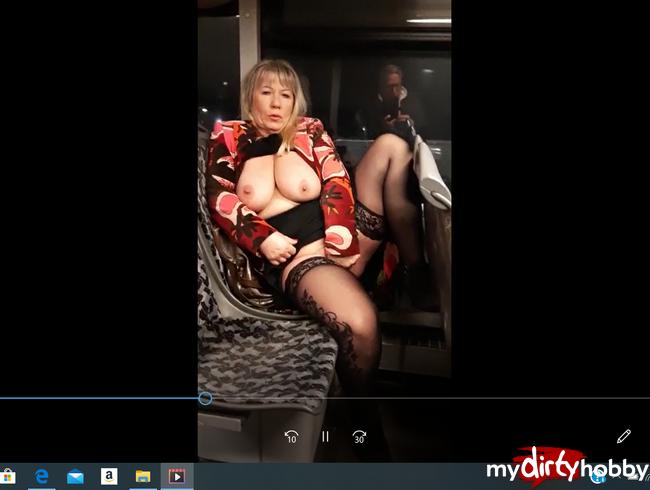 Video Thumbnail SCHÖN DIE TITTEN UND PUSSY IM BUS GEZEIGT