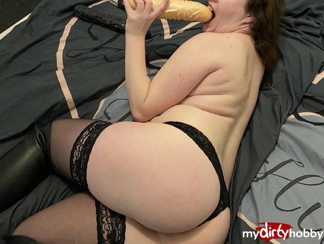 Video Thumbnail Selbstbefriedigung  erst Satisfyer , dann der Black Cock und zum Schluss mein Größter Dildo