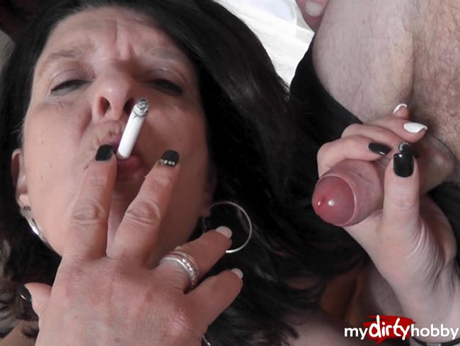 Video Thumbnail the smoking bitch....