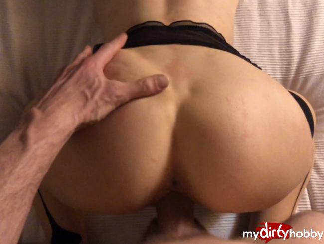 Video Thumbnail Mein Mitbewohner sprizt mir auf den Arsch und filmt es - In Doggy seinen Schwanz abgeritten (POV)