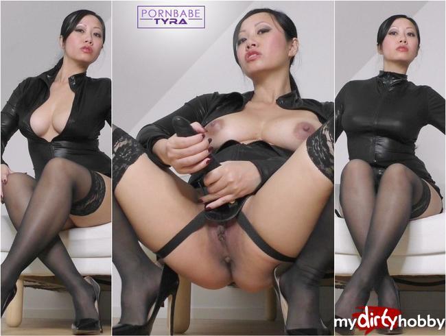 Video Thumbnail Mistress Tyra lehrt dich ihren STRAP- ON zu lieben!