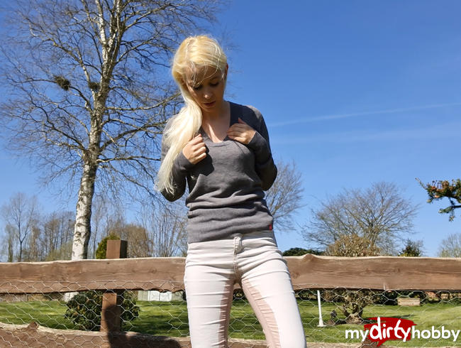 Video Thumbnail Outdoor einfach in die Jeans gepisst