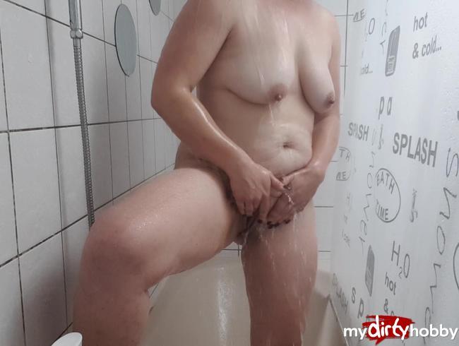Video Thumbnail Tina macht es sich selbst unter der Dusche