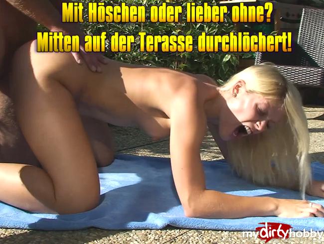 Video Thumbnail Mit Höschen oder lieber ohne? Mitten auf der Terasse durchlöchert!