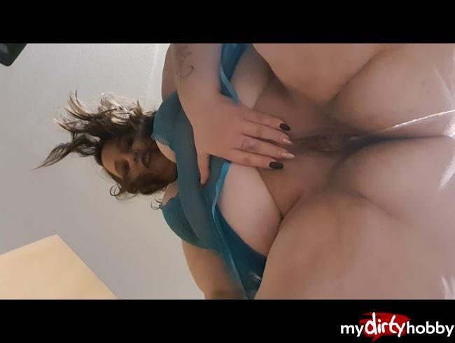 Video Thumbnail PISSVIDEO MIT DIRTY TALK FÜR EUCH... UPS HANDY NASS!!!