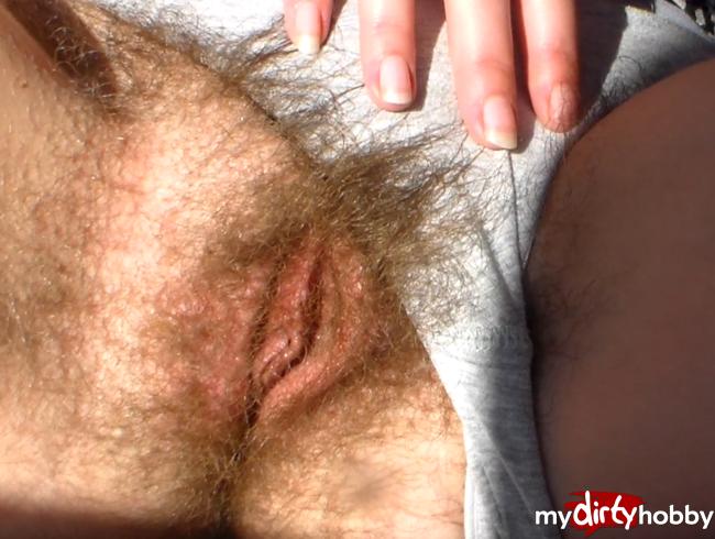 Video Thumbnail Extrem behaarte junge Pussy wartet auf deine Finger