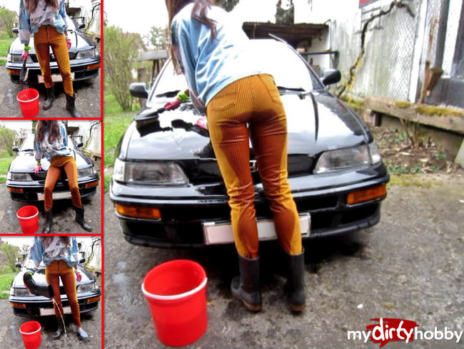 Video Thumbnail Mega-Piss beim Autowaschen in Jeans, Gummistiefeln + -Handschuhen