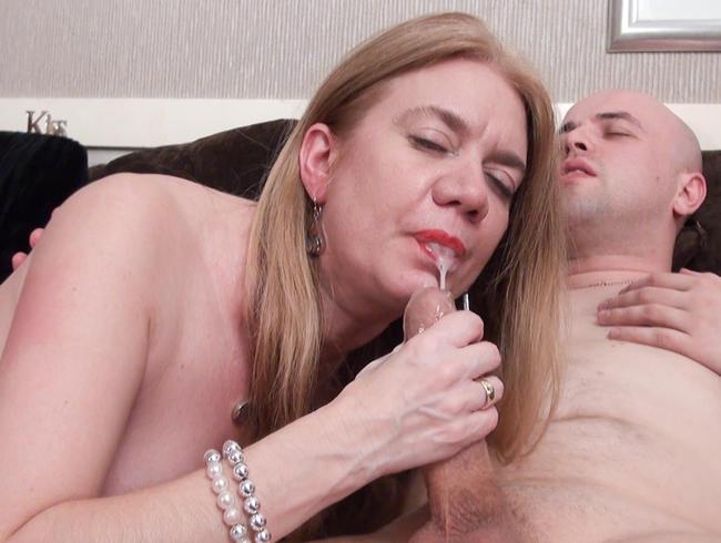 Video Thumbnail Big Facial & Swallow von Hot British Mature Milf Lily May! Hardcore Fuck & Suck - Viel Spunk!