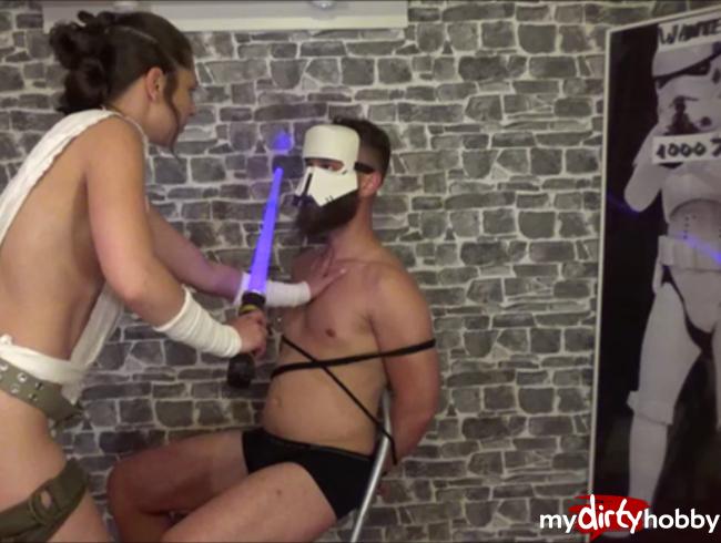 Video Thumbnail Rey vs Stormtrooper-Die Schmutzige Schrottsammlerin bekommt es heraus!