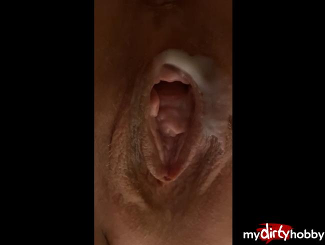 Video Thumbnail Nahaufnahmen von meiner cremigen Pussy mit Orgasmus durch meinen Lieblingsdildo.