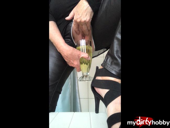 Video Thumbnail in wetlook leggins mit rv gepullert....