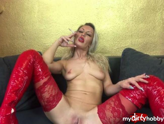 Video Thumbnail Smokingclip mit rotem Lippenstit