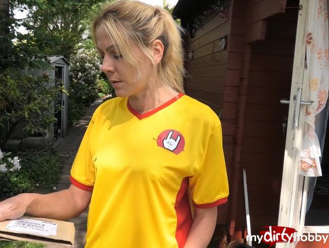 Video Thumbnail DREIST!! Paketzustellerin während der Arbeit gefickt !!