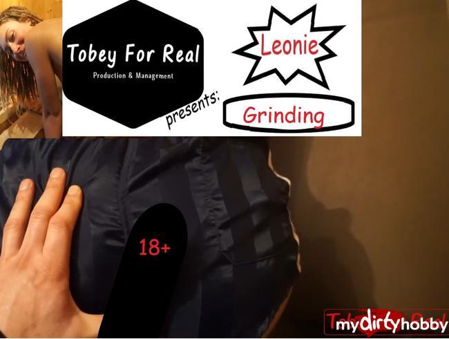 Video Thumbnail Leonie - Grinding - Adidas Vintage Shorts