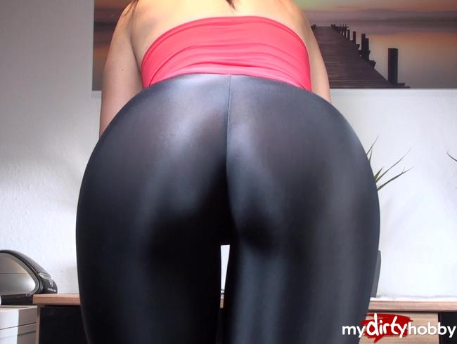 Video Thumbnail Vibrator in Leggings
