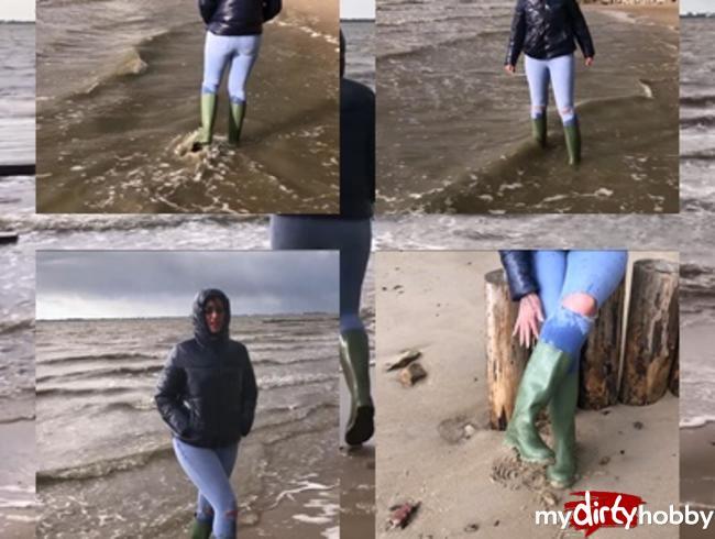 Video Thumbnail In Gummistiefeln am Nordseestrand für meine Gummistiefeln  Fans