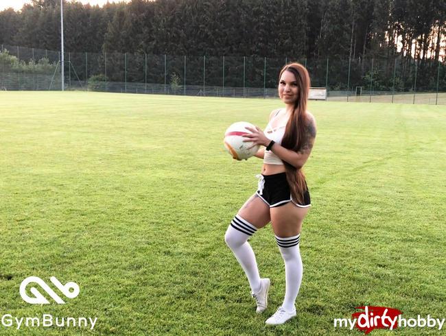 Video Thumbnail Mega Public am Fußballplatz - Männertraum erfüllt Wiederveröffentlichung