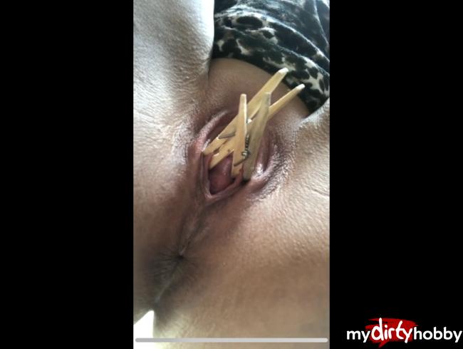 Video Thumbnail Meine Herrin bestraft mich mit Klammern