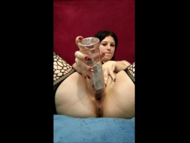 Video Thumbnail schau wie tief die flasche in meine muschi passt