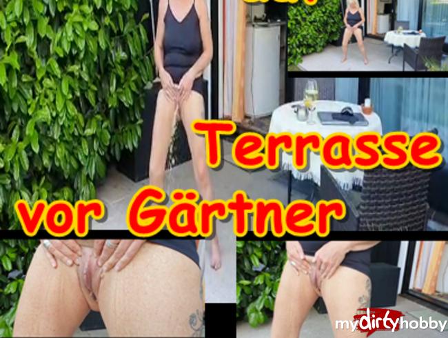 Video Thumbnail Sau pisst auf Terrasse vor Gärtner
