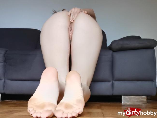 Video Thumbnail Einfach nackt vor mein Sofa gepisst