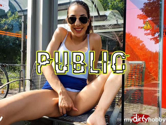 Video Thumbnail Public MITTEN auf dem Bahnsteig!!!