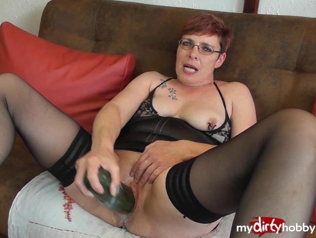 Crazy-Carmen - Tierisch geil masturbiert...