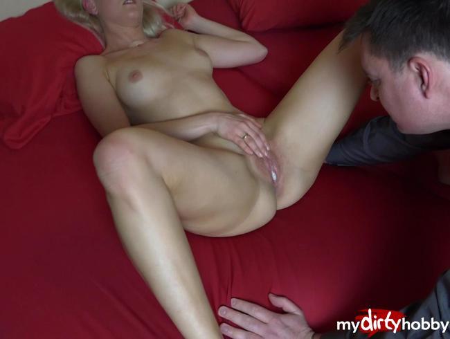 Video Thumbnail Cuckold schaut beim ficken zu und leckt dann das Sperma aus der Fotze
