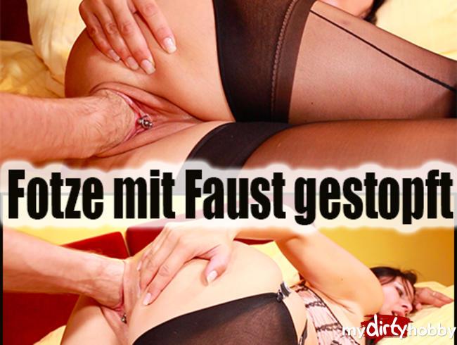 Video Thumbnail Nasse Fotze mit Faust gestopft