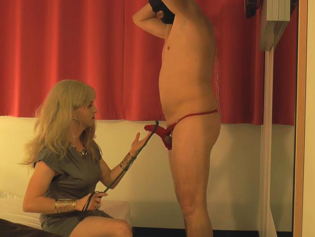 Video Thumbnail Dominante Transe vergnügt sich mit ihren zwei Subs in einem Hotelzimmer
