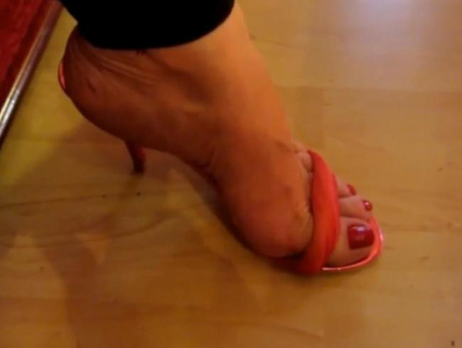 Video Thumbnail Sinnliche Mona - Füße so sexy  in Sommersandaletten!!!